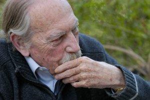 El 23 d'abril passat moria Gerard Vergés i Príncep (Tortosa, 1931-2014). Doctor en farmàcia, poeta, assagista i traductor, autor d'una obra difícil de classificar, però d'una gran qualitat, va obtenir, entre altres reconeixements, la Creu de Sant Jordi i la Medalla d'Or de Tortosa.