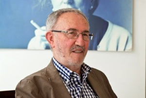 Jaume Pérez Montaner (L'alfàs del Pi, Marina Baixa, 1993) ha estat guardonat fa poc amb el premi Jaume Fuster a la trajectòria literària d'un autor. Pérez Montaner és poeta i assagista i va exercir de professor de literatura a la Universitat de València.