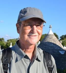 """El passat 29 de setembre moria a Barcelona, als 70 anys, l'enginyer i escriptor Josep M. Ferrer-Arpí. Apassionat viatger de vocació, acabava de recollir una part de les seves experiències de viatge en el llibre """"El primer estel del capvespre a Angkor"""", publicat per l'editorial Arrela."""