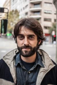 """Damià Rotger Miró (Ferreries, 1981), tipògraf i poeta, acaba de publicar """"Lletrescades"""" el seu primer poemari, en una edició de Campgràfic Editors (València). En el llibre, l'autor fa confluir les seves dues grans passions en la paraula: la tipografia i la poesia."""
