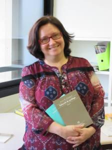 """Pilar Arnau i Segarra ha publicat fa poc el segon volum de """"Selecció de pròlegs"""" de Josep M. Llompart que completa el primer volum publicat a finals del 2014. L'edició l'han feta les Publicacions de l'Abadia de Montserrat i la UIB i està inclosa en la Biblioteca Marian Aguiló."""
