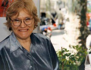 Isabel Clara-Simó (Alcoi, 1943) acaba de ser reconeguda amb el Premi d'Honor de les Lletres Catalanes en la seva 49a edició. L'escriptora, dotada d'una gran capacitat de treball, de tenacitat i d'inventiva, és autora d'una cinquantena d'obres de diversos gèneres literaris.
