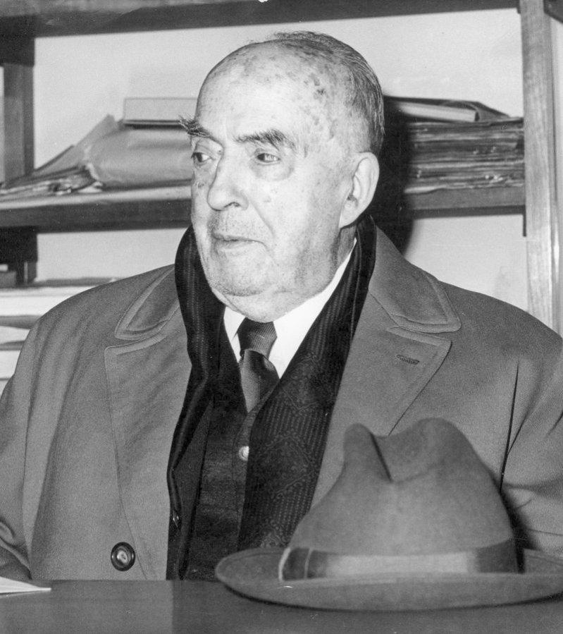Enguany es compleixen els 50 anys de la mort de Josep Carner i Puig-Oriol (Barcelona 1884 – Brussel·les 1970). Poeta, prosista i traductor, renovador de la llengua i la poesia catalanes i dotat d'un extraordinari domini lingüístic, és una de les grans figures literàries en llengua catalana.